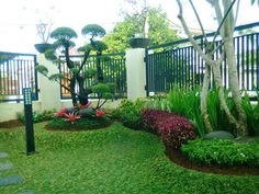 33 Amazing Small Garden Design Ideas for Your Front Yard - Alles über den Garten Urban Garden Design, Herb Garden Design, Small Garden Design, Minimalist Garden, Minimalist Home, Vertikal Garden, Diy Garden Projects, Small Patio, Small Gardens