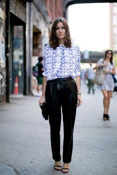 Designer haben die lässigste aller Hosen neu interpretiert. Das Ergebnis: eine Mischung aus Jogging Pants und Lederhosen.