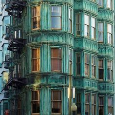 Patina on a facade in San Fransisco Amazing Architecture, Art And Architecture, Architecture Details, California Architecture, Installation Architecture, The Places Youll Go, Places To Go, Photo D'architecture, Zoom Photo