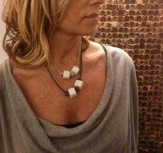Collar cuero y piedra.byclaratorres http://www.byclaratorres.com/