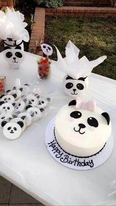 I want this for my birthday because I love pandas🐼 Panda Themed Party, Panda Party, Bear Party, Panda Birthday Cake, Baby Birthday, Bolo Panda, Fete Emma, Panda Baby Showers, Panda Cakes
