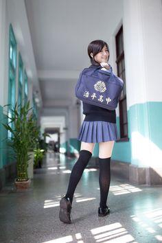 School Uniform Fashion, School Girl Outfit, School Outfits, Girl Outfits, Cute Asian Girls, Cute Girls, School Girl Japan, Cute Girl Photo, Nfl Cheerleaders