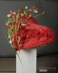 These 18 designs are are not just beautifully crafted but are also a good illustration of what you get when excellent floral artistry meets love. Valentine Flower Arrangements, Modern Flower Arrangements, Valentines Flowers, Ikebana, Corporate Flowers, Flower Boutique, Valentines Design, Arte Floral, Floral Centerpieces