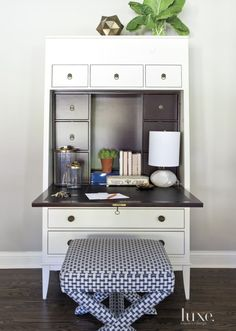 In the open family room, an ivory secretary with a stained interior, by Thom Filicia, provides an extra workspace. The Lee Industries stool is covered in a fabric by Schumacher, purchased through the designer. Dovetail Furniture, Open Family Room, Living Room Green, Living Rooms, Used Chairs, Forest House, Visual Comfort, Rugs On Carpet, A Table