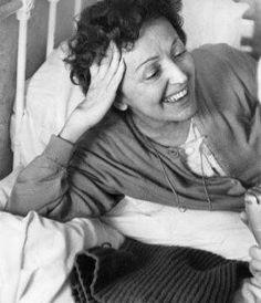 Édith Piaf http://www.editionsmontparnasse.fr/p1105/Chanteurs-de-toujours-Volumes-1-et-2-DVD