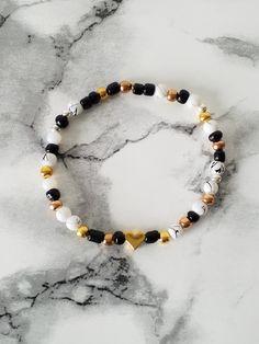 Armband mit schwarzen, weißen, gold-, rosegold-