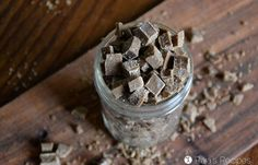 An easy sub for chocolate chips, these homemade carob chips are rich in minerals and vitamins and delicious in baking! Or just for snacking. Yogurt Recipes, Raw Food Recipes, Diet Recipes, Recipies, Pan Fried Salmon, Keto Salmon, Instant Pot Yogurt Recipe, Carob Chips, Peanut Butter Smoothie