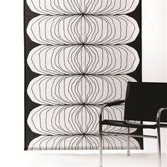 Tekstilet Nippon kommer med et tidløst design, der er perfekt som både gardinog pudebetræk.