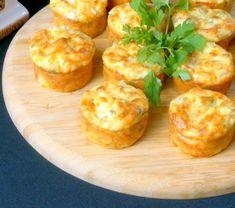 Brioșe aperitiv cu piept de pui și cașcaval: rapid și mega delicios. • Gustoase.net