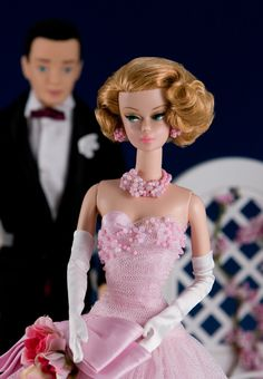 looks like Buster Keaton in the background Barbie Gowns, Mattel Barbie, Barbie And Ken, Pink Barbie, Pink Doll, Vintage Barbie Clothes, Doll Clothes, Vintage Toys, Pink Fashion