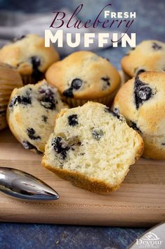 Burst of flavor with each bite in these Fresh Blueberry Muffins made easily in Jumbo, traditional and mini Muffin sizes. This recipe is perfect for a quick snack or to enjoy as a Breakfast. Use Fresh Blueberries or Frozen and don't forget to toss in flour so berries don't sink to the bottom. With a sweet flaky topping, each bite is delicious. #devourdinner #devourpower #bonappetitmag #thekitchn #recipeoftheday #americastestkitchen #buzzfeedfood #cooksillustrated #tastemade #inmykitchen… Blueberry Muffins From Scratch, Blue Berry Muffins, Brunch Recipes, Sweet Recipes, Dessert Recipes, Sweet Breakfast, Breakfast Ideas, Breakfast Recipes, Baking Power