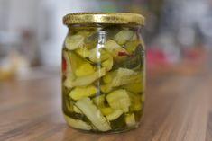 Olyasmi az olaszoknál ennek a zöldségreceptnek az esete, mint nálunk a savanyúk és más tartósított zöldségek, lecsók és zakuszkák, de ők nemcsak télen eszik, hanem folyamatosan, és nemcsak savanyú, hanem olajos is.Toscanában ettünk ilyet hideg húsok mellé, forró, hőgutás estéken, amikor tényleg… Pickles, Cucumber, Recipes, Food, Mint, Cilantro, Recipies, Essen, Meals