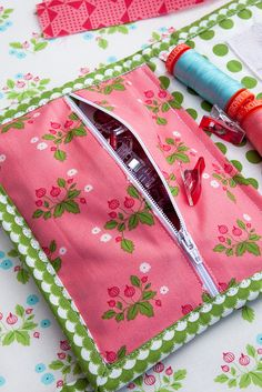 This is easy and useful--completed dy Goody binding kit tutorial by Vanessa Goertzen of Lella Boutique