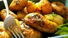 Kuřecí stehna pečená na bramborách a žampionech – U Miládky v kuchyni Tandoori Chicken, Baked Potato, Potatoes, Meat, Baking, Ethnic Recipes, Hub, Food, Potato