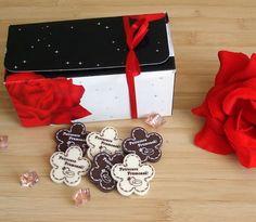 Floricele-marturii personalizate, din ciocolata Birthday Cake, Desserts, Tailgate Desserts, Deserts, Birthday Cakes, Postres, Dessert, Cake Birthday, Plated Desserts