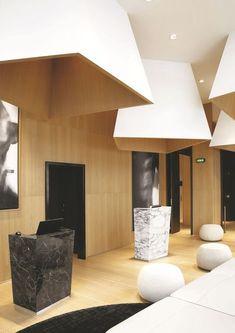 Un lobby design pour l'hôtel Le Cinq Codet. Plus de photos sur Côté Maison http://petitlien.fr/85cv