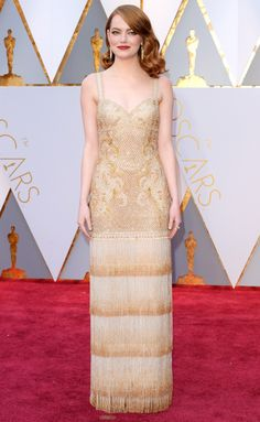 Emma Stone made her grand entrance to the Oscars in style! The 'La La Land' wowed everyone on the red carpet in a style gold gown. This is definitely Emma's best red carpet look EVER! Emma Stone Style, Emma Stone 2017, Zuhair Murad, Christian Dior, Celebrity Red Carpet, Celebrity Style, Estilo Emma Stone, Emma Stone Oscars, Oscars 2017 Red Carpet