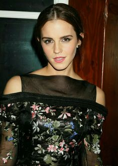 Emma Watson was at the 'Noah' NYC After Party at The Boathouse in New York City. (Emma is wearing an Erdem dress, Roger Vivier shoes, and Fernando Jorge jewelry. Emma Watson Style, Emma Watson Beautiful, Emma Watson Sexiest, Hermione Granger, Noah Nyc, Beautiful People, Beautiful Women, Pretty People, British Actresses