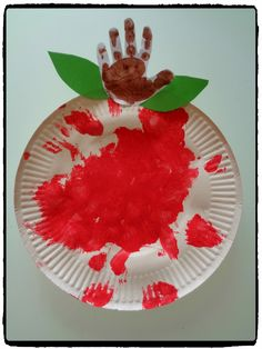 Nos pommes d'api - Paper Plate Crafts For Kids, Paper Crafts, Autumn Activities, Activities For Kids, Fall Crafts, Diy Crafts, Classroom Birthday, Apple Season, Farm Theme
