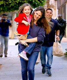 Try to look at this darling photo of Jen Garner with her daughter Seraphina and not smile -- we dare you!