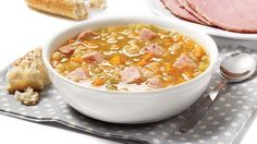Relive your childhood winters with this Slow-cooked pea soup with ham Pea And Ham Soup, Pea Soup, Slow Cooker Recipes, Cooking Recipes, Healthy Recipes, Healthy Food, Beans And Barley, Roasted Butternut Squash Soup, Summer Recipes