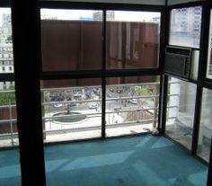 CI32466 - San Nicolas - CABA. Tipo: Oficina 78 mts2 Oficina tipo loft Sup. cub.:77,60 Mts2. Excelente ubicación con fáciles accesos y Subte B. Luminosidad natural y vista abierta a la Av. 9 de Julio. Consta de un salón principal, dos oficinas con frente de vidrio, ventales del piso al t4echo que dan a 9 de Julio.
