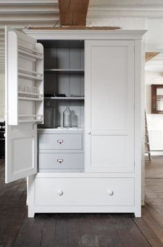 The beautiful Pantry Cupboard from the deVOL Classic English Kitchen Range.