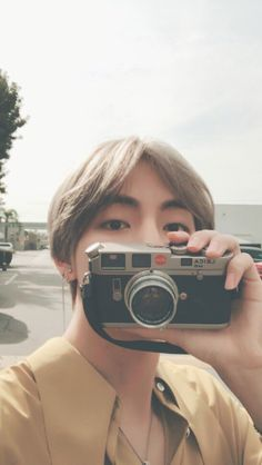 Read Taehyung from the story BTS SMUTS by jiminsjam_s (Jimin) with reads. *in context that Taehyung is a photographer and you are a mo. Bts Taehyung, Bts Bangtan Boy, Namjoon, Taehyung Smile, Jimin Jungkook, Daegu, Foto Bts, Kpop, V Smile