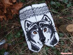 Ravelry: Wolfie mittens pattern by JennyPenny Crochet Mittens, Mittens Pattern, Knitted Gloves, Knitting Charts, Knitting Socks, Knitting Patterns, Diy Crafts Knitting, Knitting Projects, Wrist Warmers