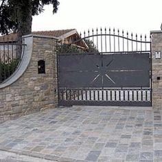 Ingresso cortile lastricato in pietra