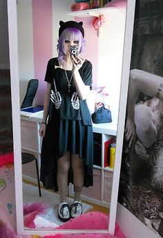 Soft grunge / pastel goth fashion blog. Not my usual style, but those hand would look cute as pockets!