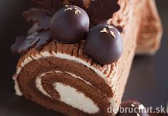 A rich and delicous holiday treat with a hint of rum and lots of chocolatey goodness. Boozy Chocolate Yule Log Recipe from Grandmothers Kitchen. Like the bonbons on top with the leaves, looks like winter nuts Food Cakes, Cupcake Cakes, Cupcakes, Chocolate Yule Log Recipe, Chocolate Roll Cake, Chocolate Log, Chocolate Cream, Chocolate Truffles, Köstliche Desserts