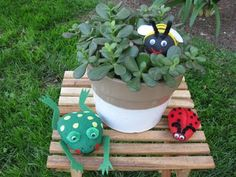 Bee, frog and ladybug pet rocks. Great garden decorations and keepsakes for little ones. Crafts For Kids, Arts And Crafts, Frog Crafts, Pet Rocks, Rock Collection, Craft Activities, Outdoor Fun, Girl Scouts, Rock Art