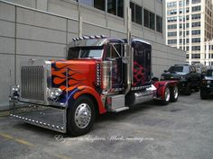 Elegance on Eighteen Wheels : Optimus Prime Peterbilt! What do you think, should he have stayed the cabover or did this unit hit the spot?