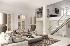 Grote meubels en accessoires geven een luxueuze uitstraling.
