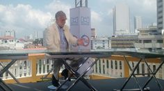 Luis Moreno Ocampo at the signing of the peace agreement between the Colombian government and the FARC.
