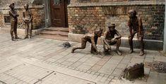 """Pál utcai fiúk szobra, Szanyi Péter, - Budapest / Paul Street Boys sculpture - inspired after Hungarian writer Ferenc Molnar's novel: """"Paul street boys"""" Outdoor Sculpture, Sculpture Art, Statue, Famous Novels, Amazing Street Art, Famous Art, Most Beautiful Cities, Pictures Images, Urban Art"""