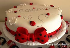 Cluster of white flowers on top with lady bug candle? Baby Cakes, Beautiful Cakes, Amazing Cakes, Fondant Cakes, Cupcake Cakes, Ladybird Cake, Ladybug Cakes, Valentine Cake, Cute Cakes