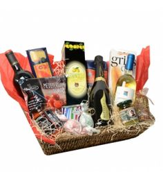 Big luxe Italian giftbasket with Prosecco and Lemoncello Deluxe giftbasket with Italian delicacies, packed in a gift box and comes with a silk bow.This giftbasket contains several great Italian delicacies. The box will be packed and sealed with a beautiful silken bow.