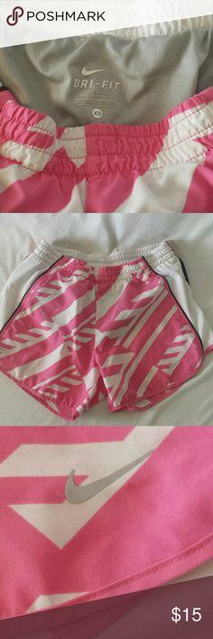 NIKE SHORTS GRAY NIKE SHORTS. GOOD SHAPE, GREAT COLOR! NIKE Shorts