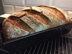 Og ingenting er deiligare enn å skjere opp eit nysteikt brød til frukost. Dette er det brødet eg bakar kvar gong vi kjem til Sverige. Baguette, Food And Drink, Sweets, Bread, Baking, Recipes, Food, Gummi Candy, Candy