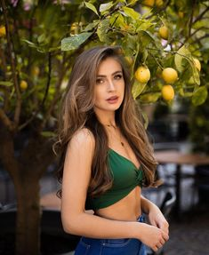"""Anna Von Klinski on Instagram: """"Easy peasy lemon squeezy.🍋"""" Winter Mode Outfits, Winter Fashion Outfits, Brown Hair Green Eyes Girl, Pretty Females, Cute Girl Photo, Sexy Girl, Hot Brunette, Some Girls, Beauty Full"""