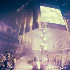 Hillsong United doing worship at Passion Conference - Atlanta, EUA, 2014.