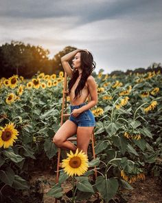 Marvelous Lifestyle Portraits by Jenna Kay – inspiration Outdoor Photography, Photography Women, Portrait Photography, Sunflower Field Photography, Outdoor Shoot, Foto Art, Boudoir Photos, Mellow Yellow, Michigan Usa