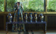 Trenta abiti di carta –perfette riproduzioni di capi-icone d'alta moda: dai tailleur Bar di Dior ai colorati kimono giapponesi, dagli abiti da sera diLanvineNoiret a quelli da giorn…