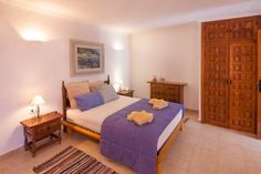 Apartamento Yoda Moraira Located 30 km from Benidorm, Apartamento Yoda offers pet-friendly accommodation in Moraira. The property is 42 km from Gandía and free private parking is offered. Free WiFi is featured throughout the property.  The kitchen has an oven.