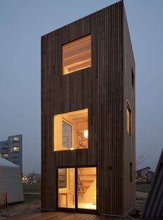 Image 15 of 42 from gallery of Micro House Slim Fit / ANA ROCHA architecture. Photograph by Christiane Wirth Sustainable Architecture, Architecture Photo, House Architecture, Compound Wall Design, Tiny House Exterior, Mews House, Compact House, Architect Magazine, Minimalist House