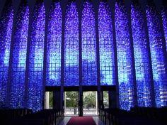 Do altar observando a saída. Santuário Dom Bosco- Brasília - Brasil