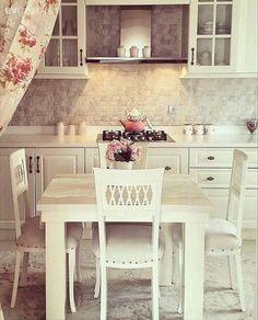 Country mutfak, Mutfak, Mutfak masası