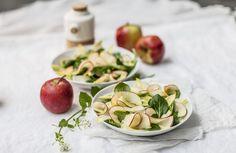 Salade van witloof, veldsla, appel en curry